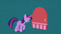 Twilight Sparkle unlocking a door S7E2