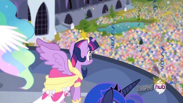File:Princess Luna old crown Animation error S3E13.jpg