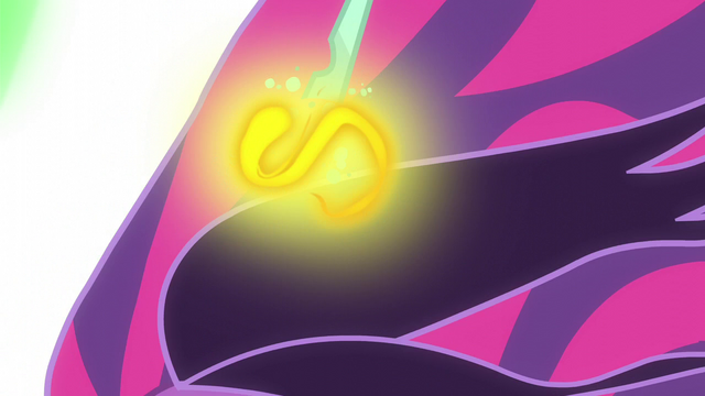 File:Magic energy crawling up Midnight Sparkle's horn EG3.png
