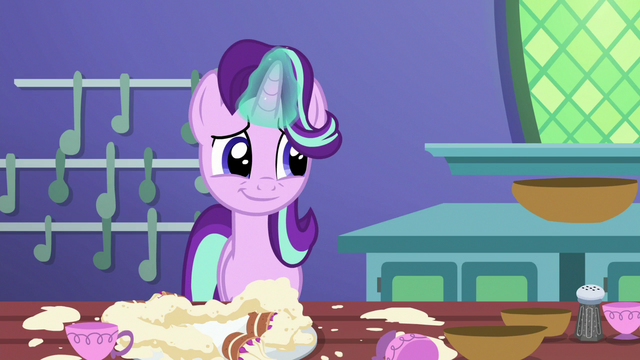 File:Starlight chuckles at Trixie's antics S7E2.png