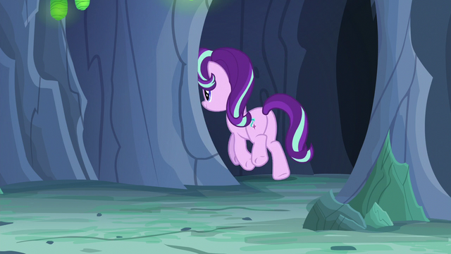 File:Starlight Changeling runs around the corner S7E1.png