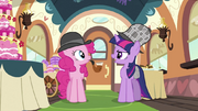 Twilight becoming the new detective S2E24.png