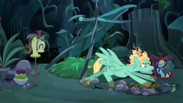 File:Zephyr Breeze tossing his campfire setting S6E11.png