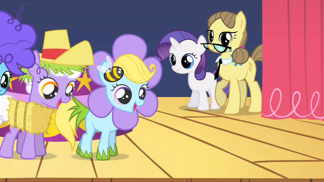 File:Fillies dancing in simple costumes S1E23.png