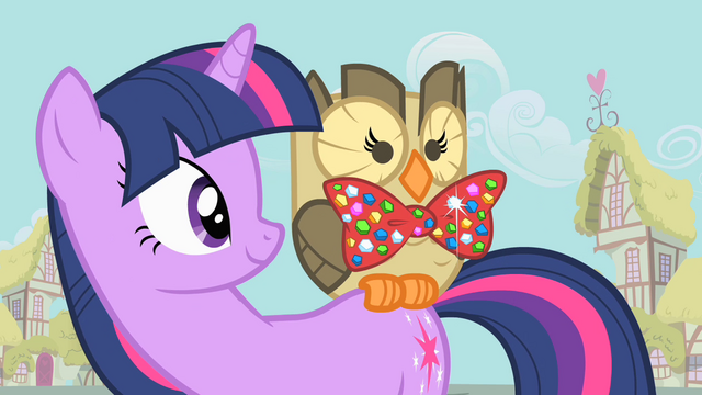 File:Owlowiscious wearing bow tie S1E24.png