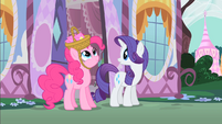 Rarity comments on Pinkie's basket hat S1E25
