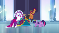 Twilight bows to the duke and duchess S4E25