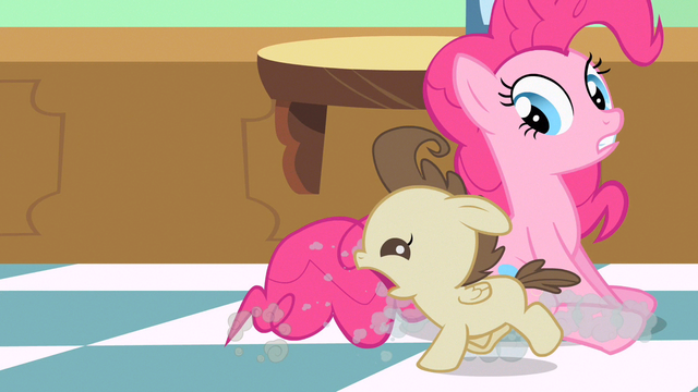 File:Pinkie Pie wait get Pound Cake S2E13.png
