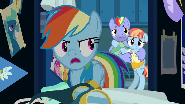 File:Rainbow Dash tells her parents to leave S7E7.png