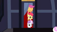 3 heads sticking out of the door S3E4