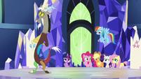 Main ponies unsure; Discord scrunchy face S5E22