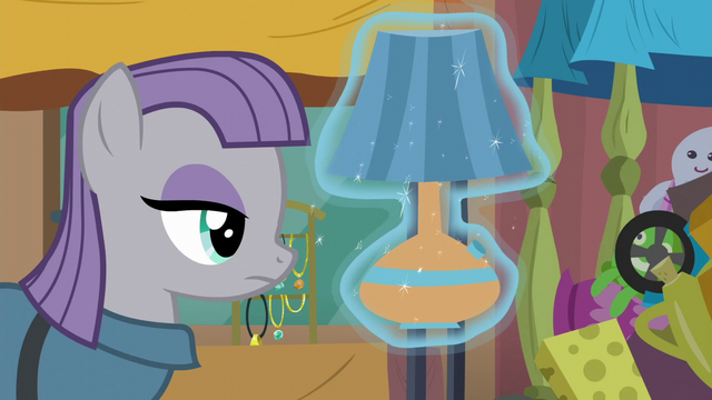 File:Maud Pie looking at lamp S6E3.png