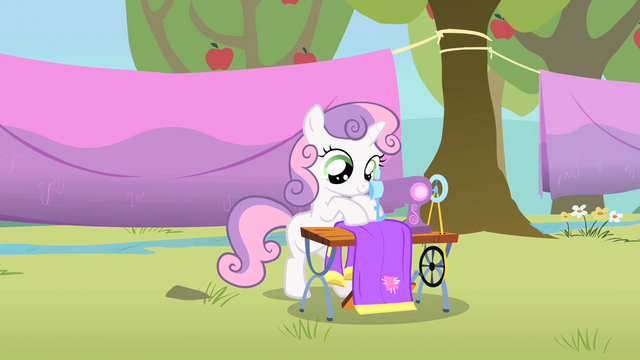 File:Sweetie Belle sewing S1E18.png