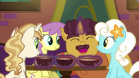 Coriander serving flat-noodle soup to ponies S6E12