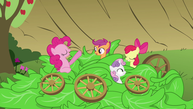 File:Pinkie Pie 'Veggie salad' S3E04.png