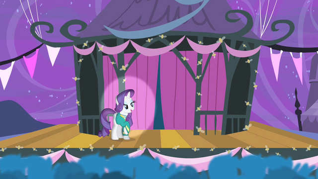 File:Rarity on the stage S4E14.png