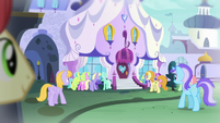 Crowd outside the Canterlot Carousel S5E14