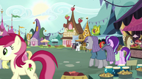 Starlight and Maud enter the marketplace S7E4