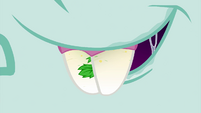 Close-up on Snips' teeth EG4