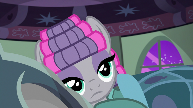 File:Maud Pie lying in Pinkie Pie's bed S7E4.png