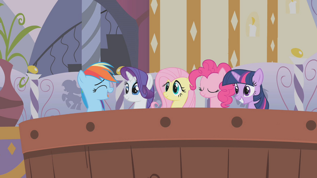 File:Rainbow joins her friends in the bath S1E09.png
