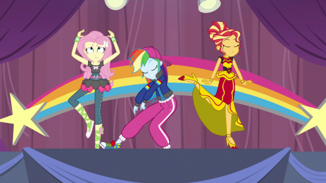 File:Fluttershy, Rainbow Dash, and Sunset rehearsing EGS1.png