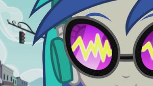 Sound waves in DJ Pon-3's glasses EG2.png