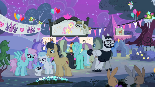 File:Crowd of ponies S4E14.png