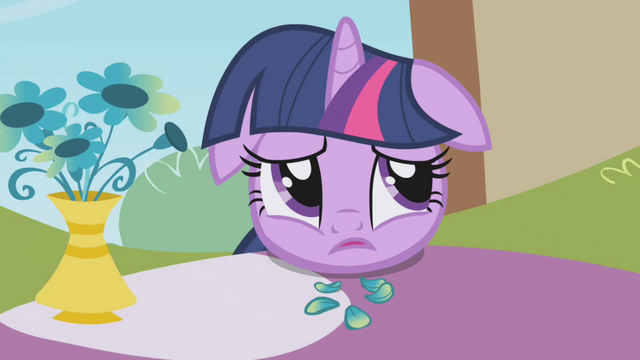 File:Twilight Sparkle can't decide S01E03.png
