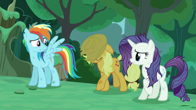"File:""Applejack"" approaches S5E26.png"