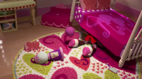 Pinkie searches for something under her bed (version 2) EGM1