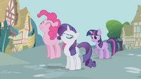 Pinkie Pie Rarity Twilight discussing the tickets S1E3