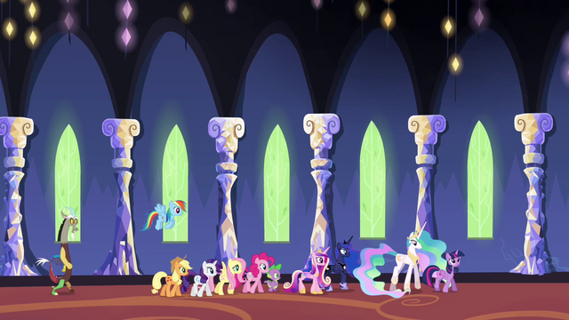 File:Ponies and princesses walking through the castle S4E26.png