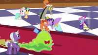 Twilight pushes Discord aside S5E7