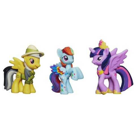 File:Miniature Collections Daring Pony Story Set unpackaged.jpg