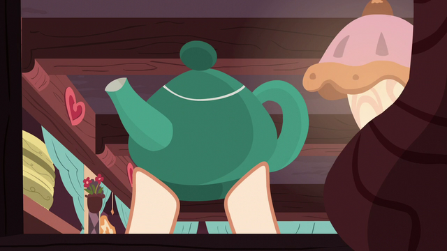 File:Teapot being lifted S7E12.png
