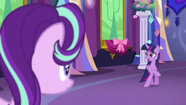 File:Twilight gesturing for a private moment S6E6.png
