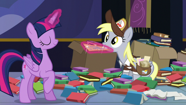 File:Twilight tries to take the letter from Derpy S6E25.png