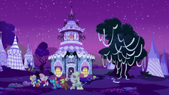 Carousel Boutique exterior on Nightmare Night S5E21.png