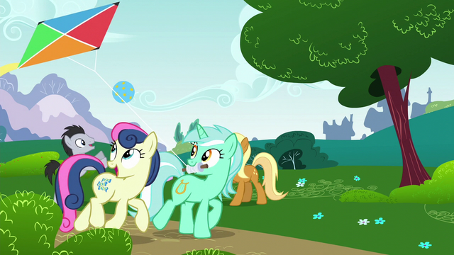 File:Lyra and Sweetie Drops flying a kite S6E6.png