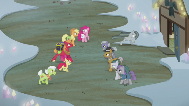 File:Apples and Pies greet; Marble runs away S5E20.png