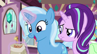 Trixie happily eating cinnamon nuts S7E2