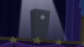 Spotlight shines on the black box S6E6.png
