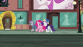 "Pinkie ""by picking a different location every year!"" S6E3.png"