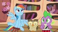 Rainbow, Owlowiscious and Spike playing around S4E21