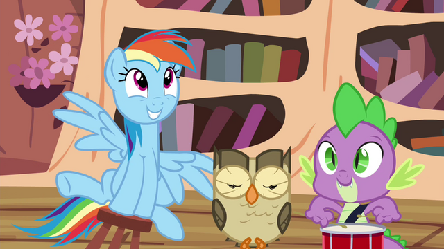File:Rainbow, Owlowiscious and Spike playing around S4E21.png