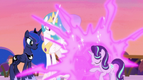 Twilight teleports between Celestia and Starlight S7E10