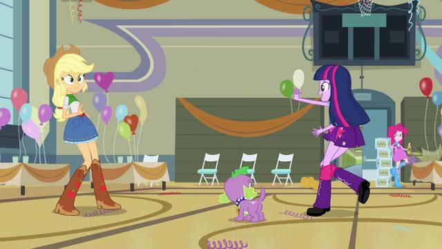File:Twilight bids goodbye to Applejack and Pinkie EG.png