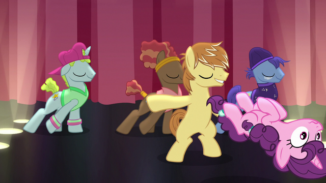 File:Sugar Belle getting tossed from the stage S7E8.png