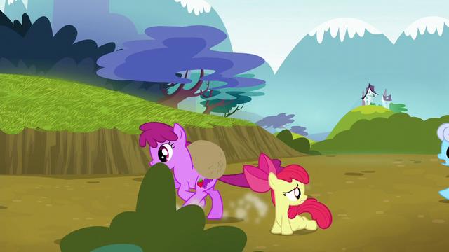 File:Berryshine gallops past Apple Bloom S5E4.png